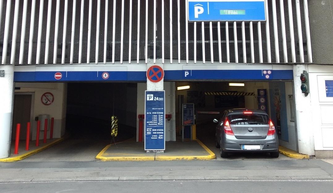 エスクァイア、立体駐車場